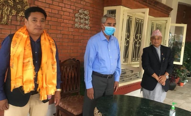 नेकपा काभ्रेका प्रभावशाली नेता हीरा लामा नेपाली कांग्रेस प्रवेश, देउवाले गरे स्वागत